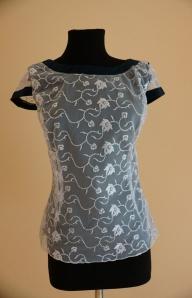 Блуза белая с синей окантовкой