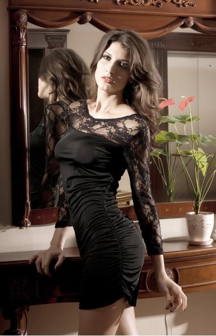 Черное мини платье