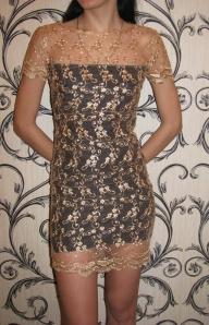 Бежевое ажурное платье